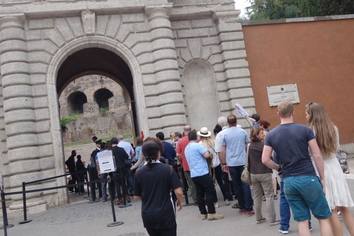 Only a 5 minute queue at Palatine Hill's entrance